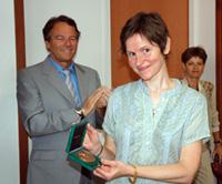 Hélène Loevenbruck reçoit la médaille de bronze du CNRS